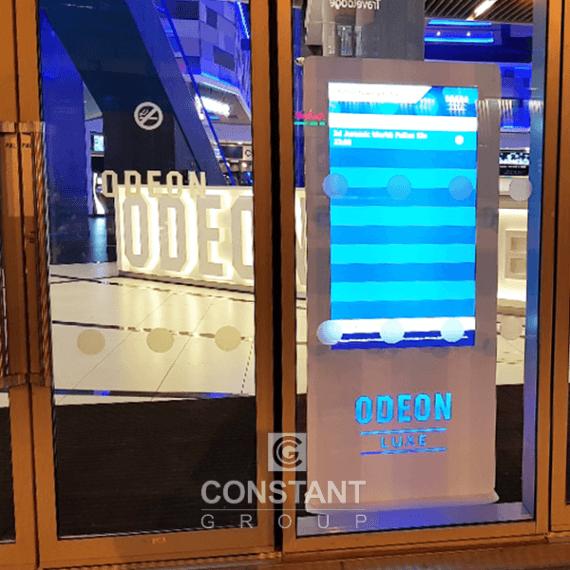 DOOH Totem Cinema Display